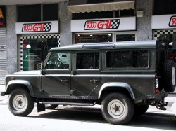 land rover defender 9000 Giri