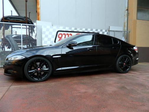 Jaguar XF by 9000 Giri