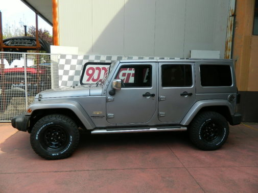 Jeep Wrangler JK Unlimited powered by 9000 Giri