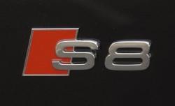 2007-audi-s8-trunk-badge-photo-38325-s-1280x782