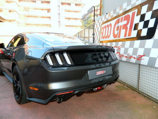 terminale di scarico sportivo Ford Mustang