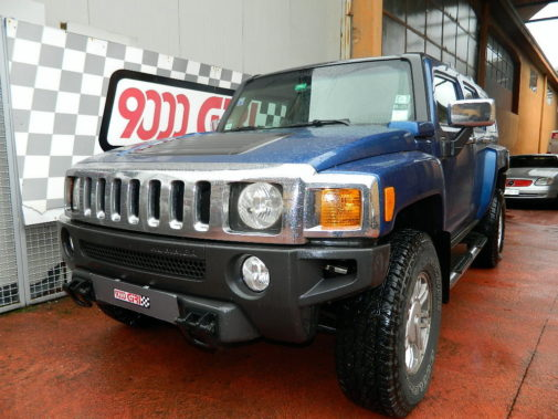 Hummer H3 powered by 9000 Giri