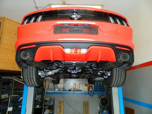 Terminale di scarico sportivo artigianale Ford Mustang by 9000 Giri