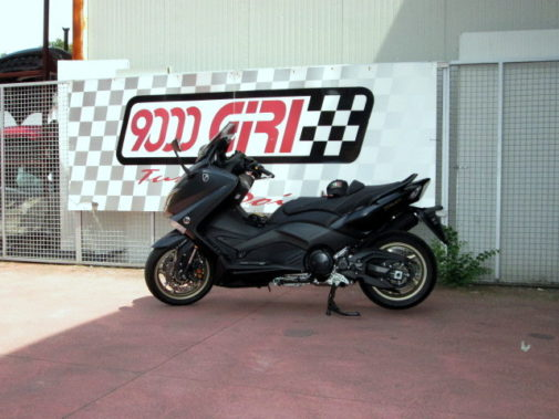 Yamaha T-Max Black Max 530 powered by 9000 Giri