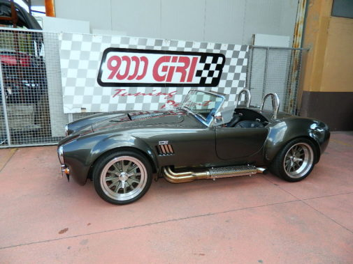 ford-shelby-ac-cobra-powered-by-9000-giri