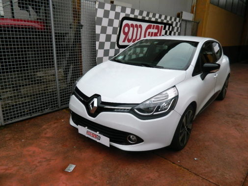 Renault Clio 1.0 16v powered by 9000 Giri