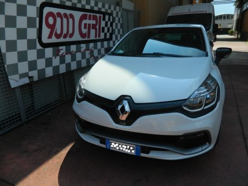 Renault Clio Rs powered by 9000 Giri