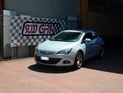 Opel Astra 2.0 tdi Gtc powered by 9000 Giri