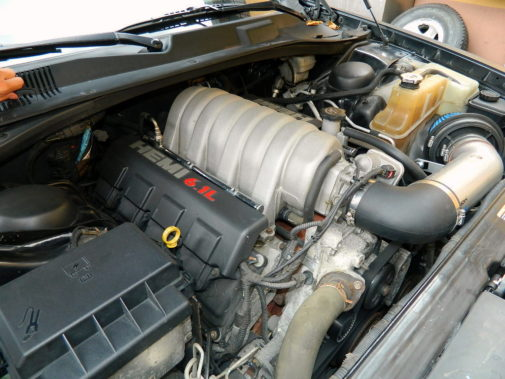 Chrysler C300 Srt 6.1 powered by 9000 Giri