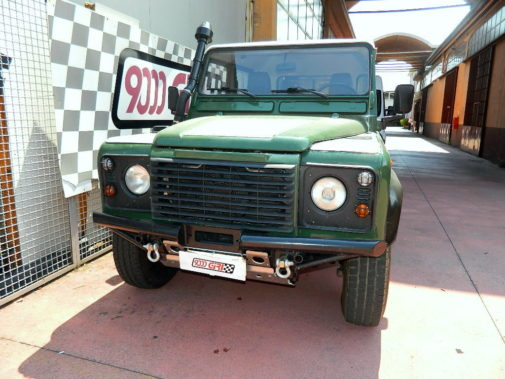 Land Rover Defender 2.5 Td5 powered by 9000 Giri