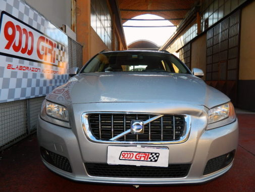 Volvo V70 D5 powered by 9000 Giri