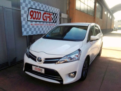 Toyota Verso 2.0 D-td powered by 9000 Giri