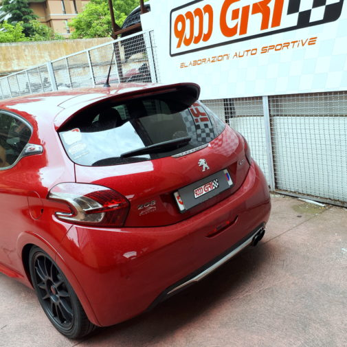 Peugeot 208 gti powered by 9000 Giri