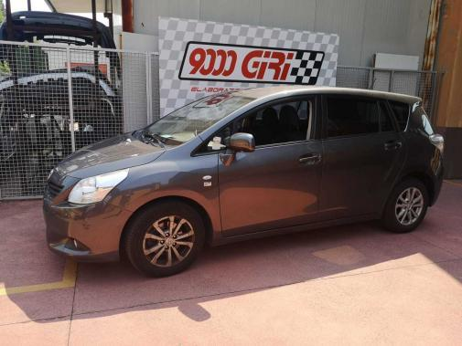 Toyota Verso powered by 9000 Giri