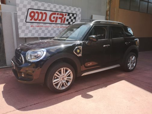Mini Cooper S Countryman Ibrida powered by 9000 Giri