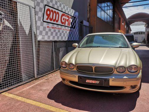 Jaguar X Type powered by 9000 giri
