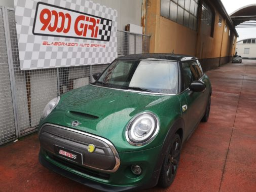 Mini Cooper Full Electric powered by 9000 Giri